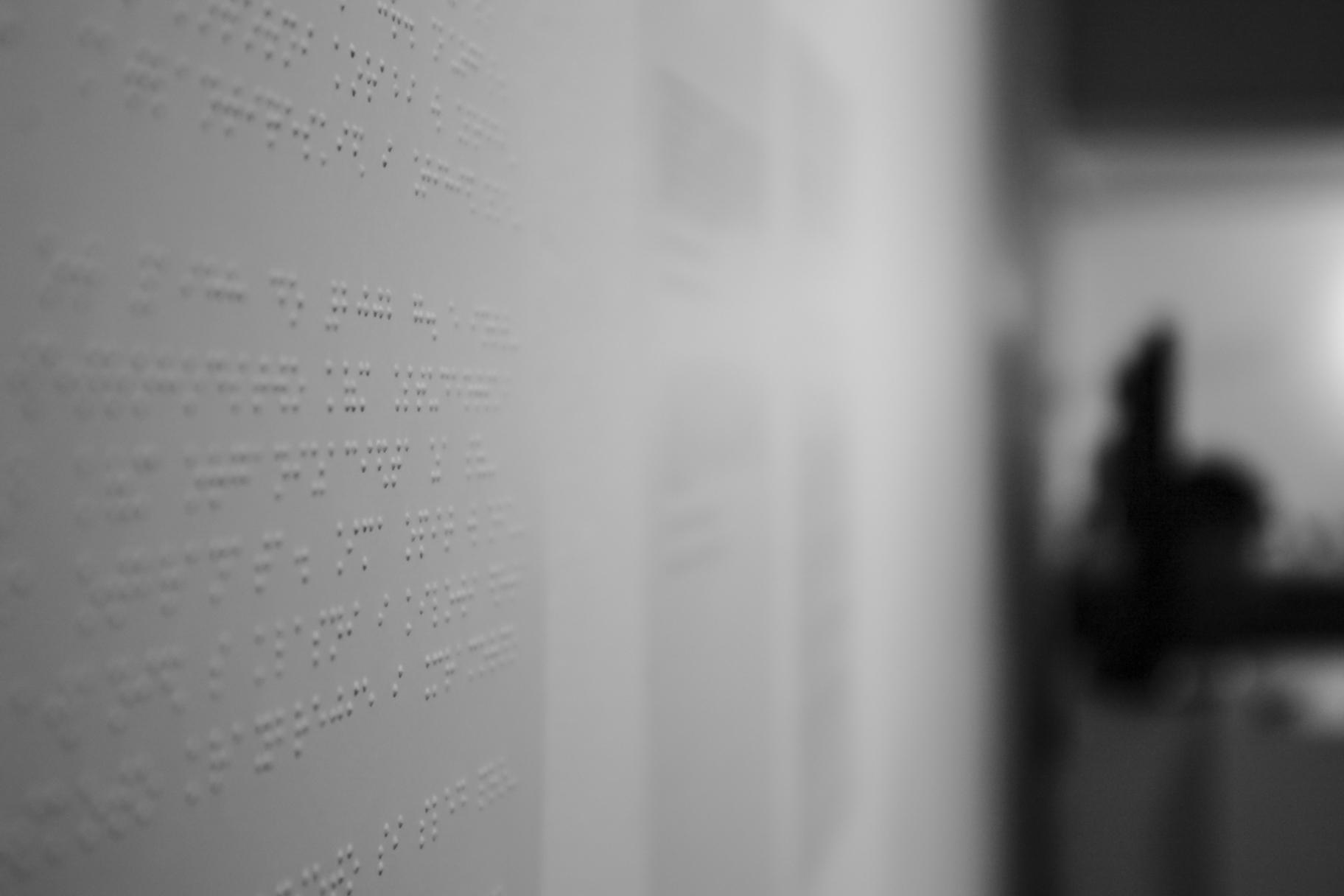 Снимка от изложбата с посетители 1
