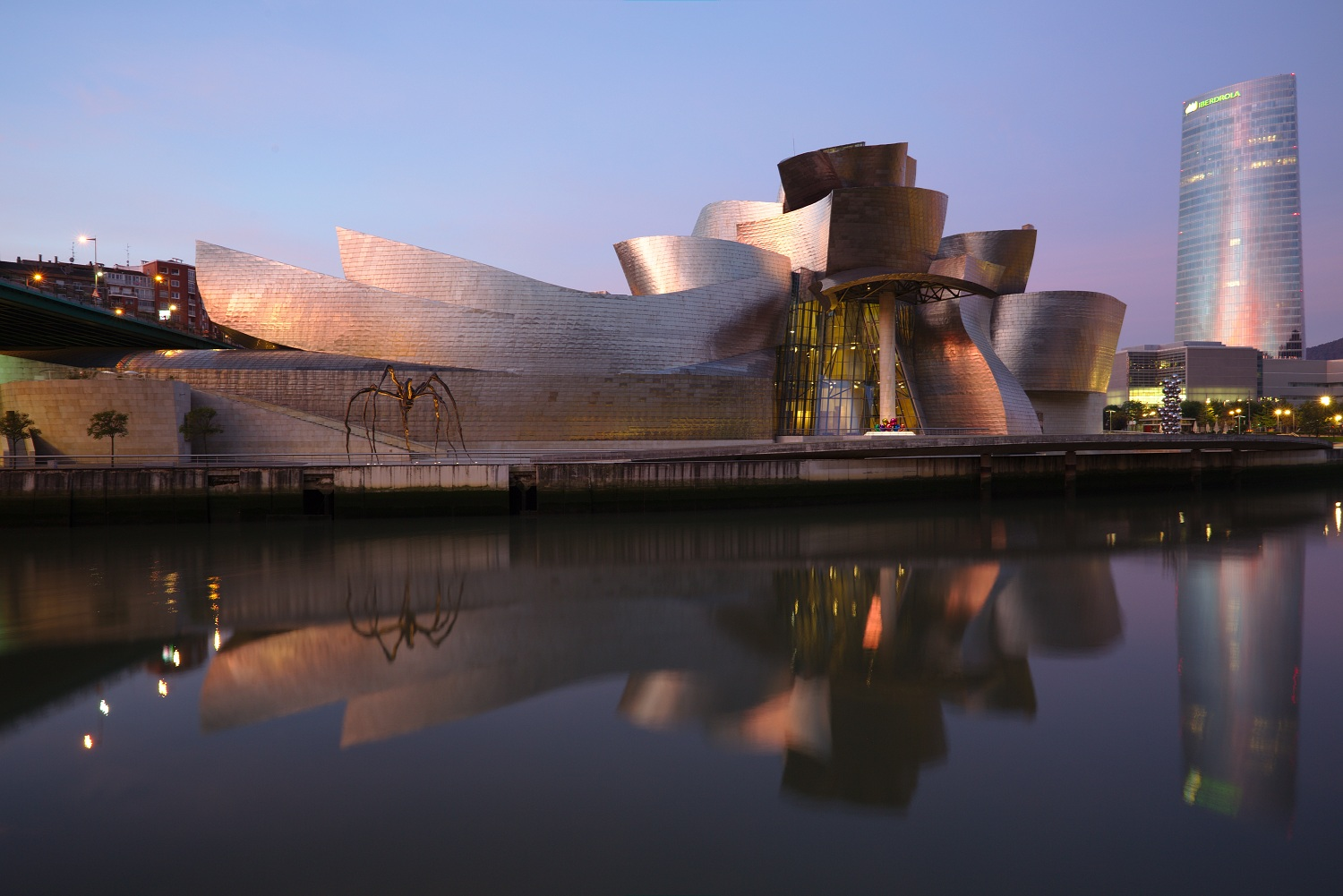 Bilbao_-_Guggenheim_By PA - Own work, CC BY-SA 4.0, httpscommons.wikimedia.orgwindex.phpcurid=45169992
